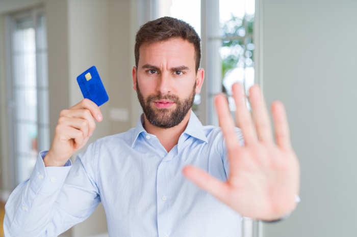Mann stoppt alle Kreditraten vor der Privatinsolvenz